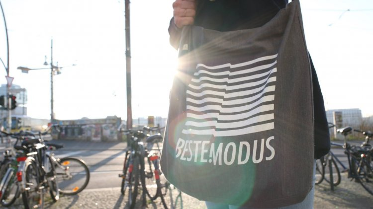 Beste Modus presents Beste Freunde 04. Photo by Beste Modus